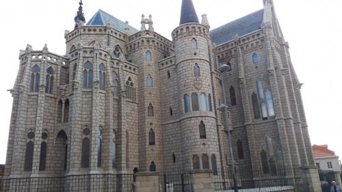 Astorga - der Bischofspalast von Gaudi